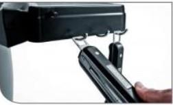 Интегрированные крюки для инструмента Broil King Keg