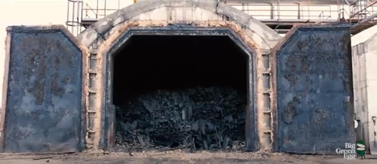 Печь для получения стабильно высококачественного дровесного кускового угля для барбекю