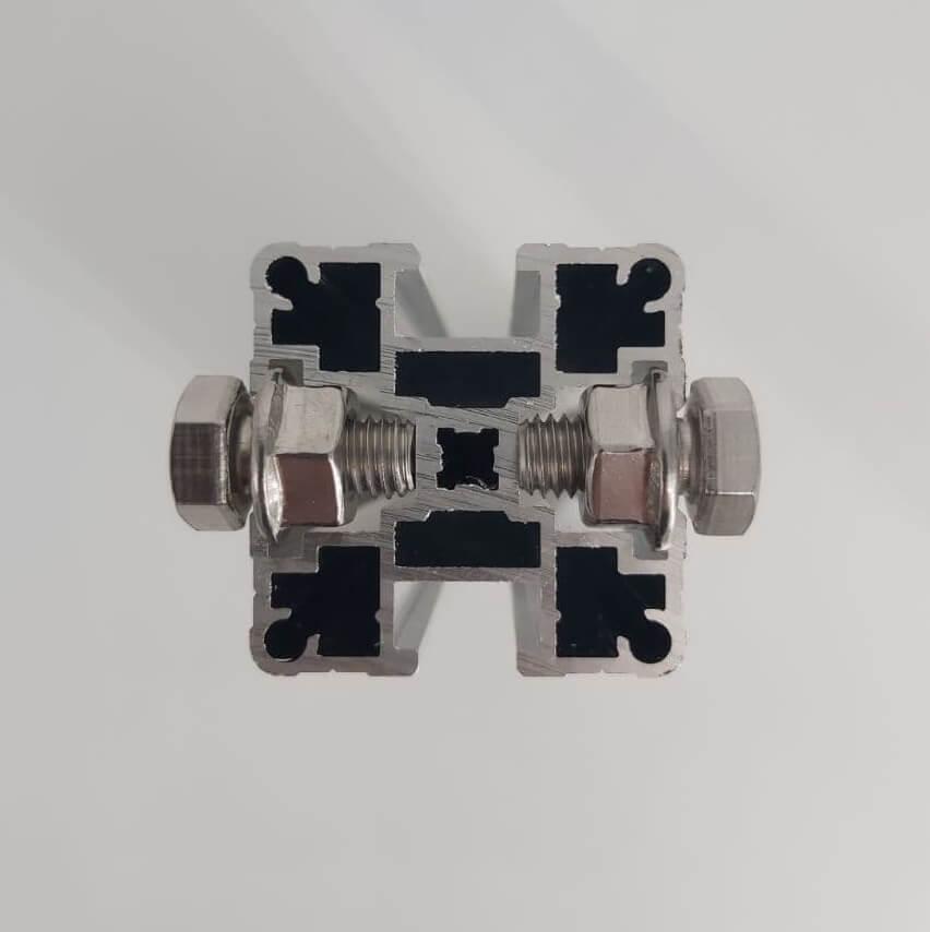 Размещения болта или гайки с фланцем в КАП (комбинированном алюминиевом профиле)
